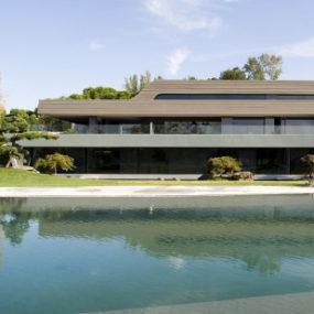 Modern House in Somosaguas, Spain – sculptural design