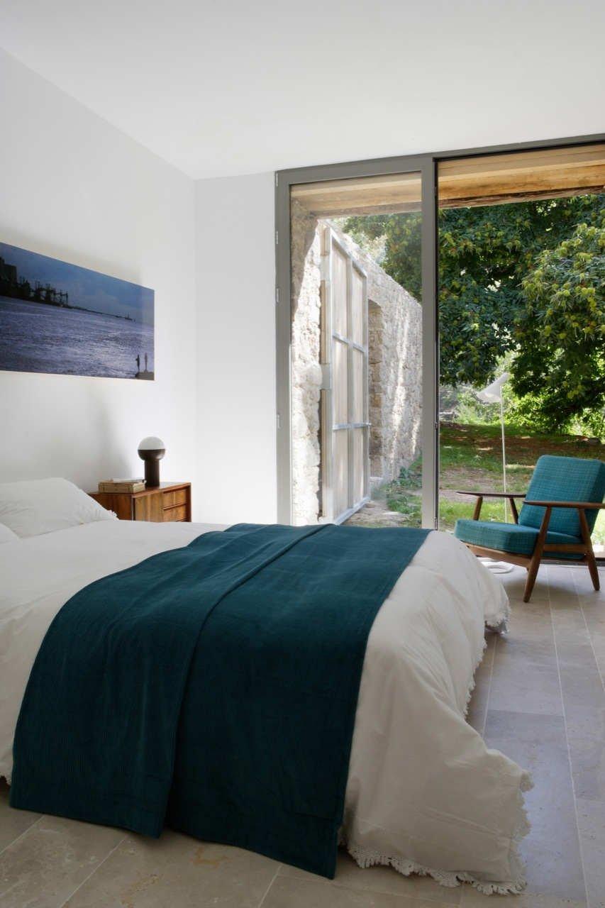 Spanish stable turned contemporary stone home - Cerramientos de casas ...