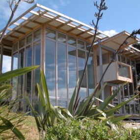 Contemporary Sustainable Waterfront Loft – Split Box in New Zealand