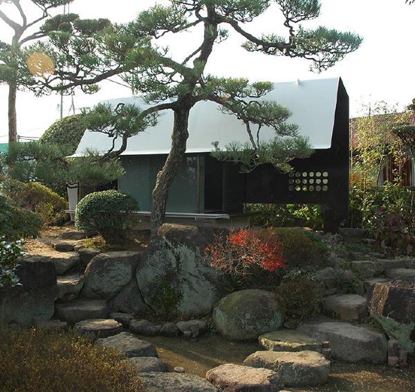 steel sheet teahouse 2 Modern Japanese Tea House   Sheet Metal Architecture in Japan