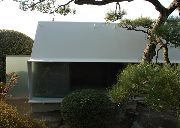 Modern japanese tea house sheet metal architecture in japan for Modern japanese tea house design