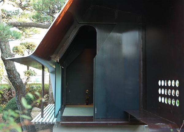 Modern japanese tea house sheet metal architecture in japan for Sheet metal house plans