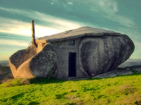 stone house exterior mountain home 2 Stoneage Style House – Mountain Home in Portugal