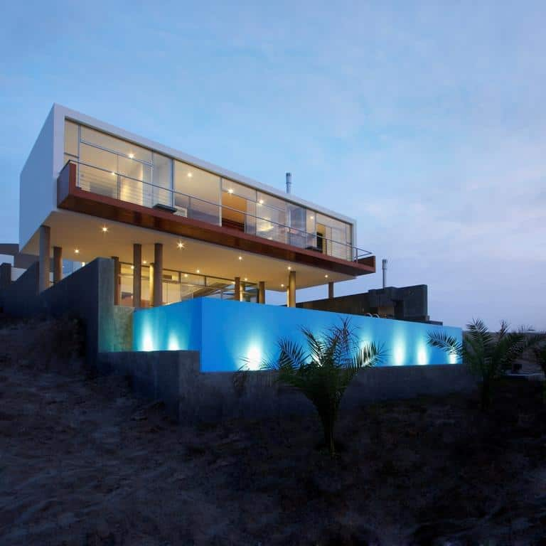 Stunning ultramodern beach house with overflowing pool Modern dream home design ideas