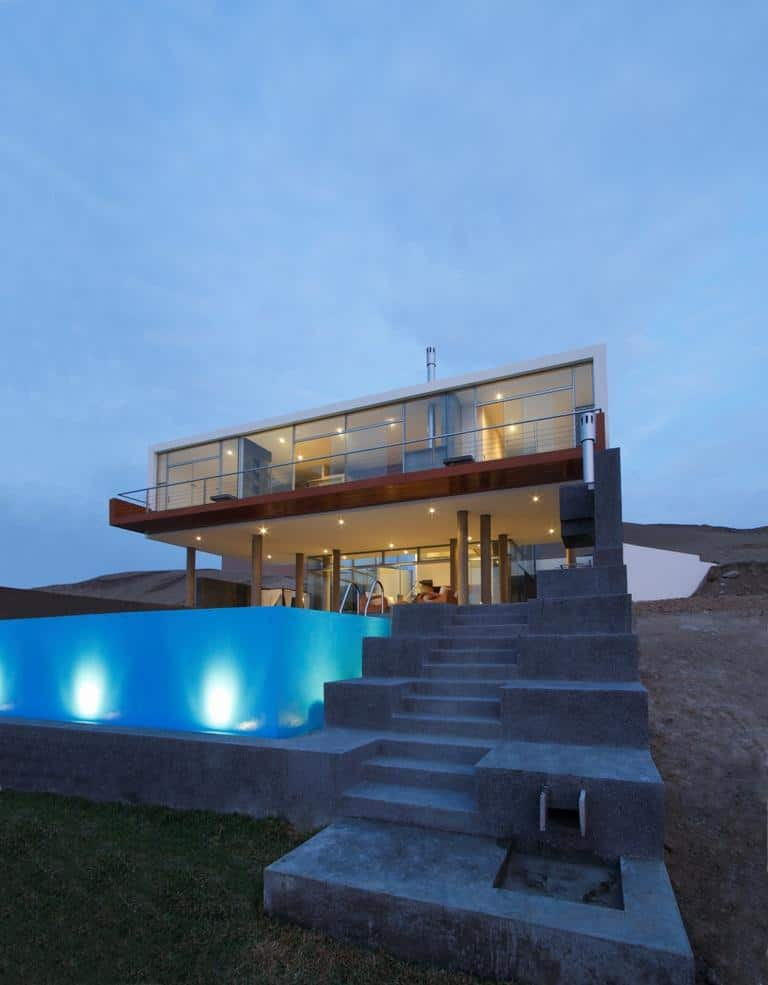 View in gallery stunning-ultramodern-beach-house-with-glass-walls-3-