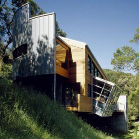 Opposites Attract in the Chic, Ultra-Modern Sueberkrop/Blakemore Home