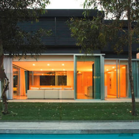 Modern Residential House Design in Australia, by Chenchow Little Architects – Szirtes has a tree within