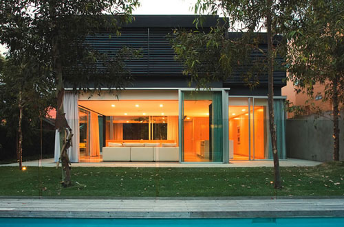 szirtes house 1 Modern Residential House Design in Australia, by Chenchow Little Architects   Szirtes has a tree within