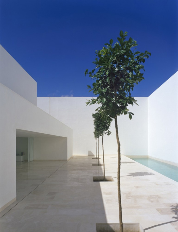 tall-wall-house-spain-3.jpg