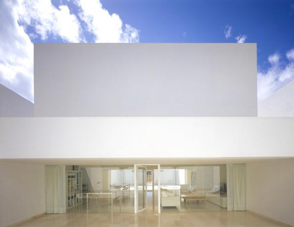 tall wall house spain 4