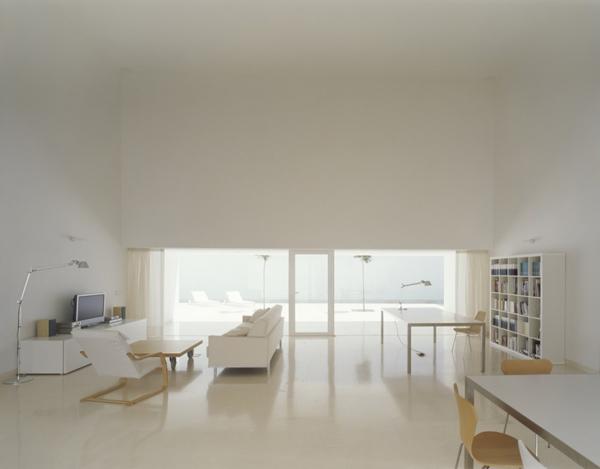 tall-wall-house-spain-5.jpg