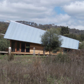 """Tent House"" camps out in Aussie Outback"