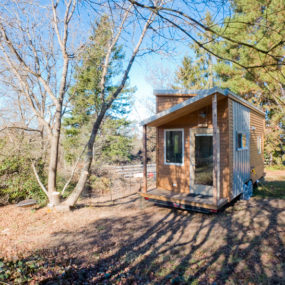 Tiny Trailer-Mounted Eco-Friendly Traveling Home