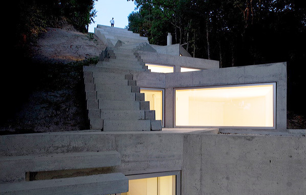 tolo house 1 Contemporary Home Design in Portugal   Steep Slope Home