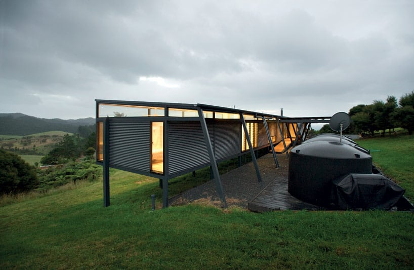 Truss style new zealand glass house with complex interior for Design house architecture nz
