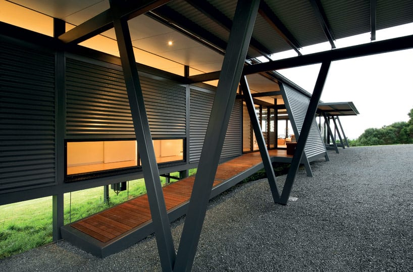 Truss-Style New Zealand Glass House With Complex Interior