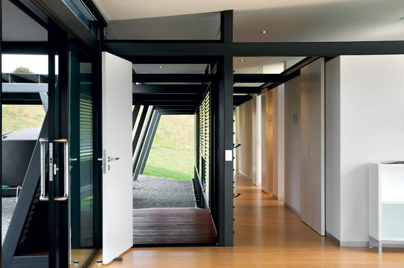 TrussStyle New Zealand Glass House With Complex Interior