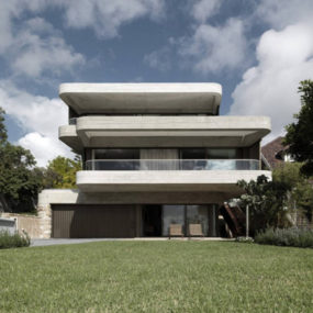 """Unusual """"6 Degrees of Separation"""" House in Australia"""