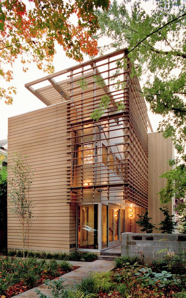 urban house of wood and glass 1 Urban Home Design   how to fit your dreams into a narrow lot ...