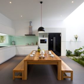 Urban Vietnamese House – Garden, Kitchen, Dining and Living Space in One Room