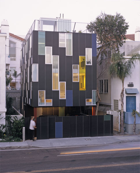 vertical house 1 Narrow Lot House Design in Venice, CA   maximizing light and views