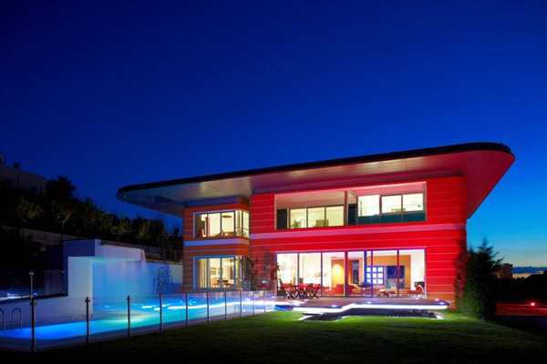 vibrant pop art inspired house 1 Vibrant Pop Art Inspired House by Award Winning Architects