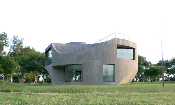 view house 2 Concrete House in Argentina   a modern cast concrete sculpture!