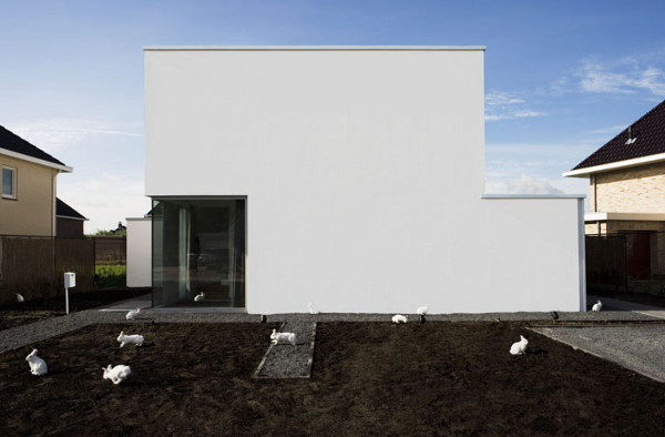 villa peet 1 Alice In Wonderland Inspired House in The Netherlands   modern minimalist design