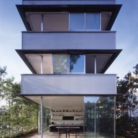 Modern Japan Houses – 360-degree garden access plus a rooftop patio!
