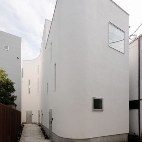 Warped Wall House In Tokyo