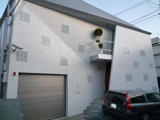 white ladybird house 2 Modern Japanese House   cute ladybug design