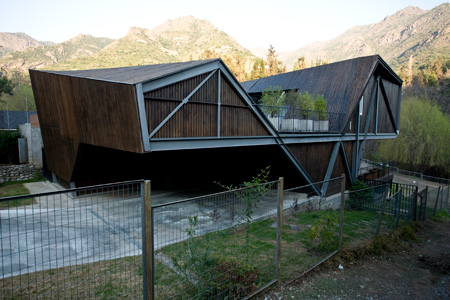 wood clad house steel frame 6 Unique Home Design in Santiago, Chile