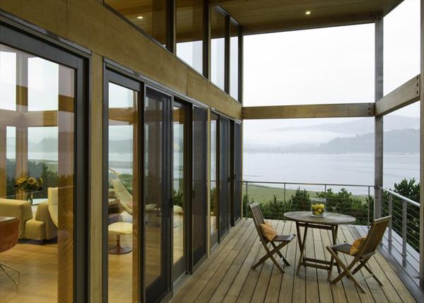 wood-house-extends-living-space-beyond-indoors-2.jpg