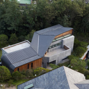 Modern norwegian architecture wood and steel house for Modern korean house architecture