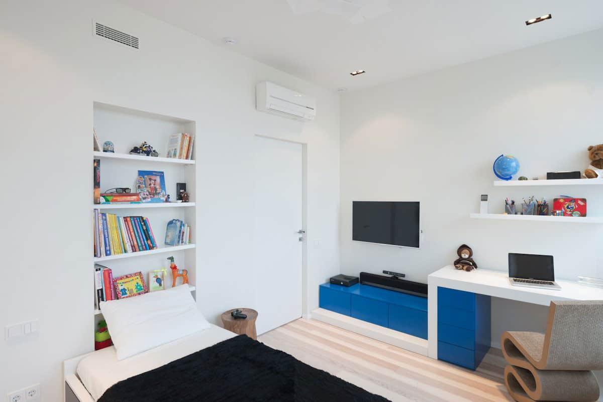 Stunning Minimalist Apartment Creatively Rethinks Form And