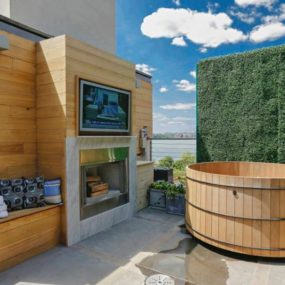 Urban Rooftop Oasis: Hot Tub, Fireplace and Theater