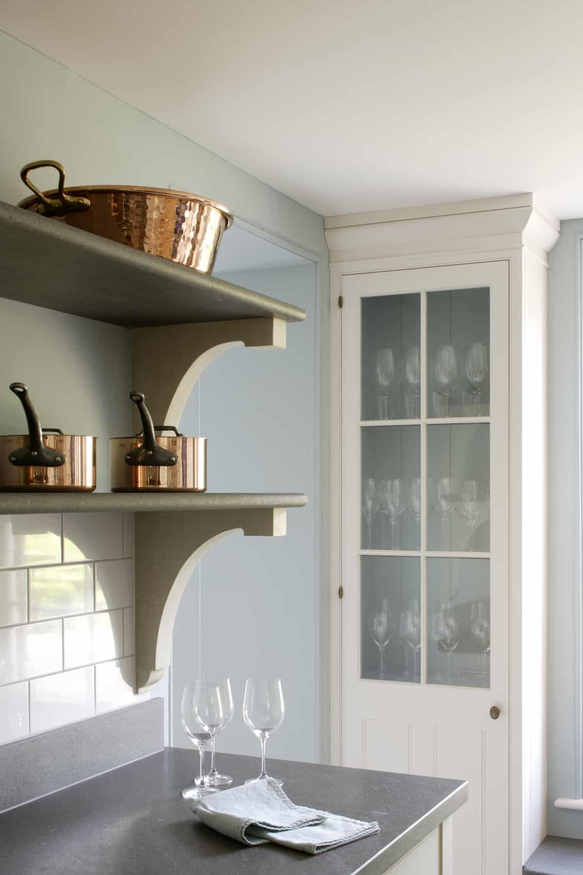 Beautiful edwardian style kitchen by artichoke for Edwardian kitchen