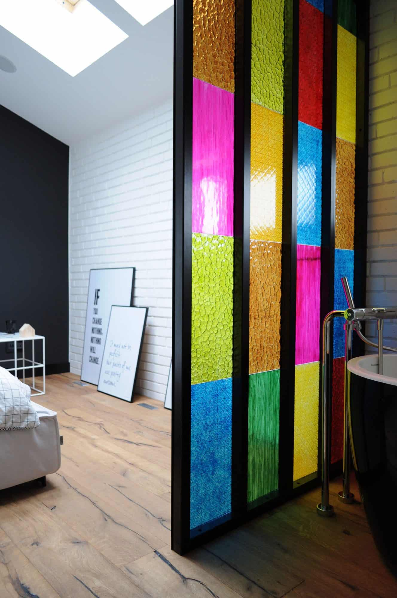 Stupendous Bedroom Bathroom Partition In Colored Plastic Panels Diy Idea Download Free Architecture Designs Jebrpmadebymaigaardcom