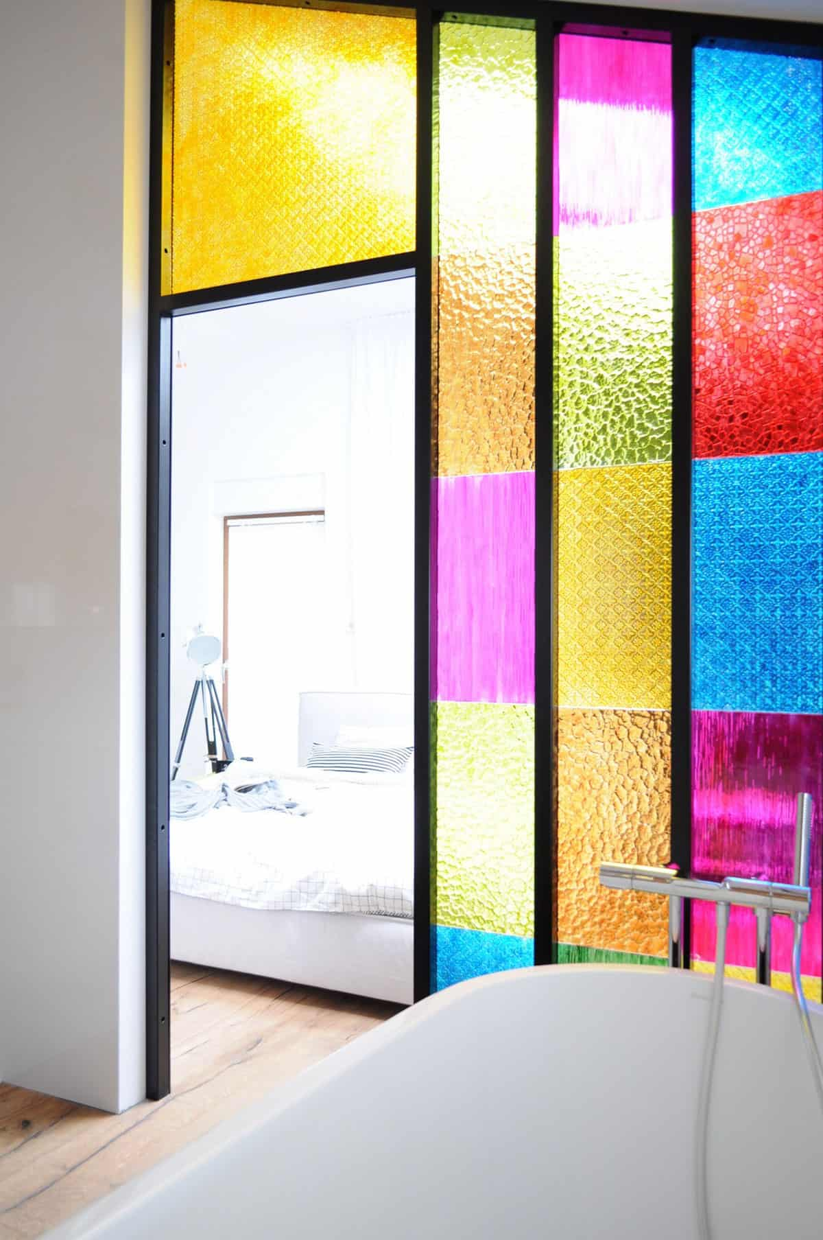 Bathroom partition panels - View In Gallery Bedroom Bathroom Partition In Colored Plastic Panels Wow 5