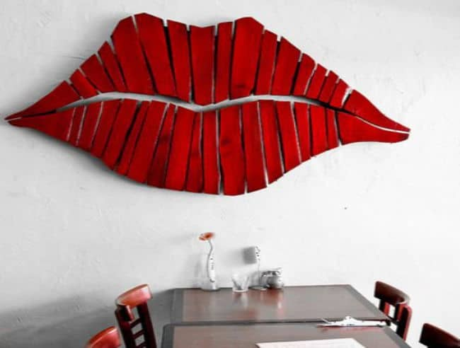 Marilyn S Lips Can Be Recreated Diy Style With Palette Boards Just Like This Wall Decor And Unlike Paints Or Vinyl The Red Stain On Wood Showcases A