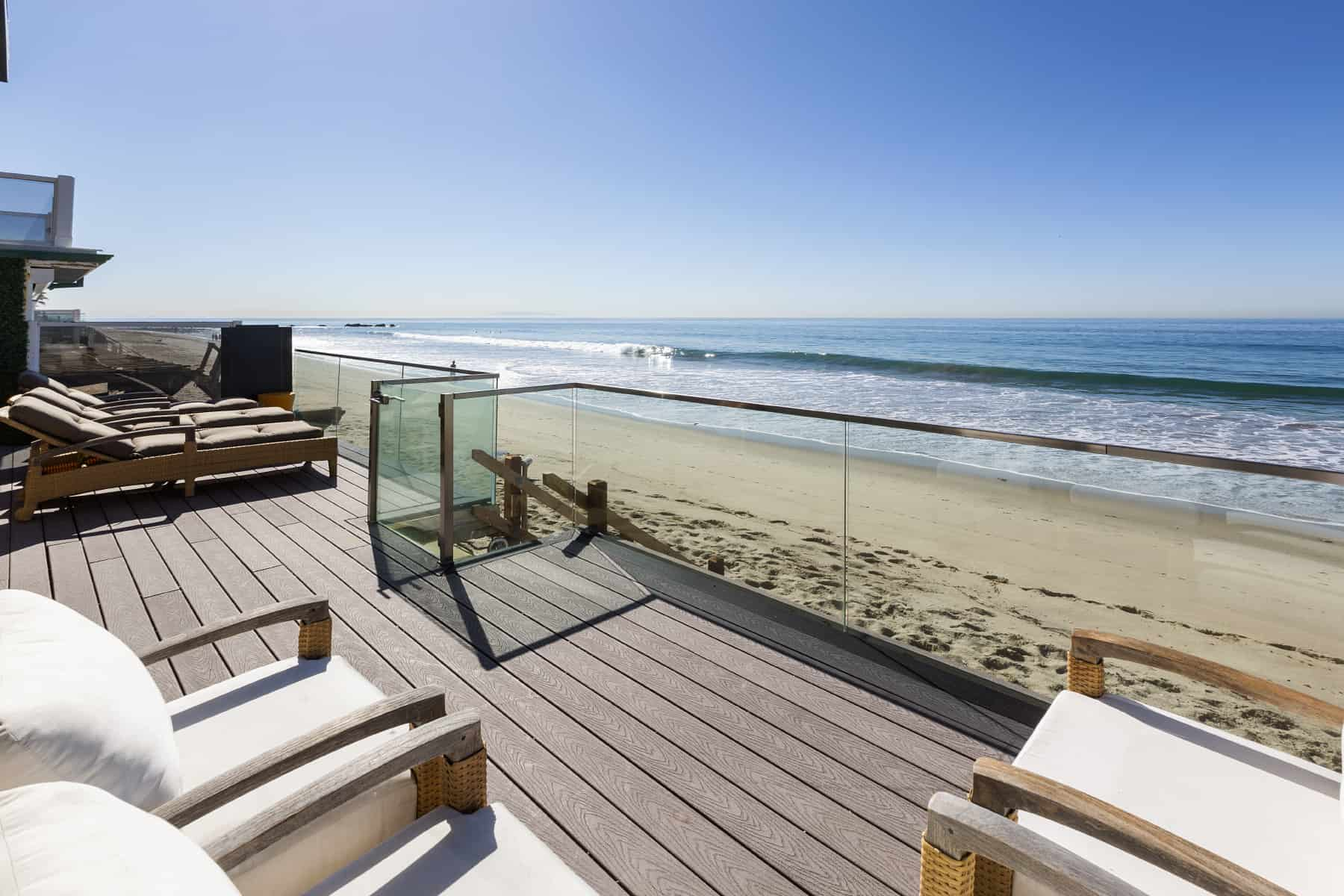 Eclectic modern beach house a fantastic example of mix for Modern house decor