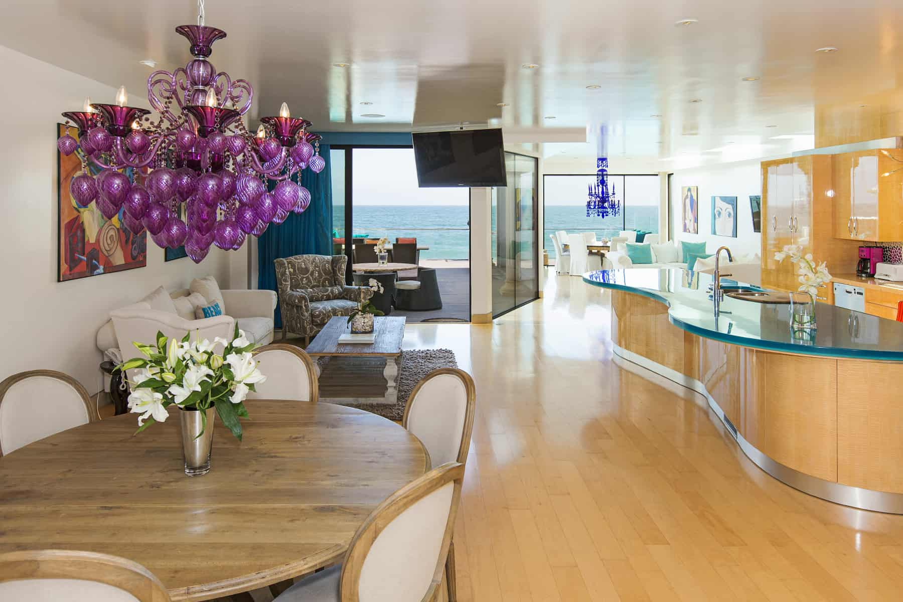 Eclectic modern beach house a fantastic example of mix for Modern eclectic interiors