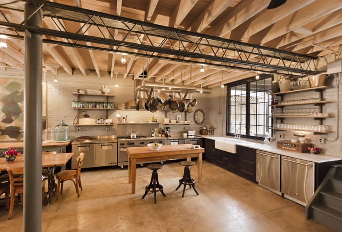 its got the iron windows the stainless steel hanging pots and pans open shelves exposed beams pipes and pillars industrial lighting - Industrial House 2016