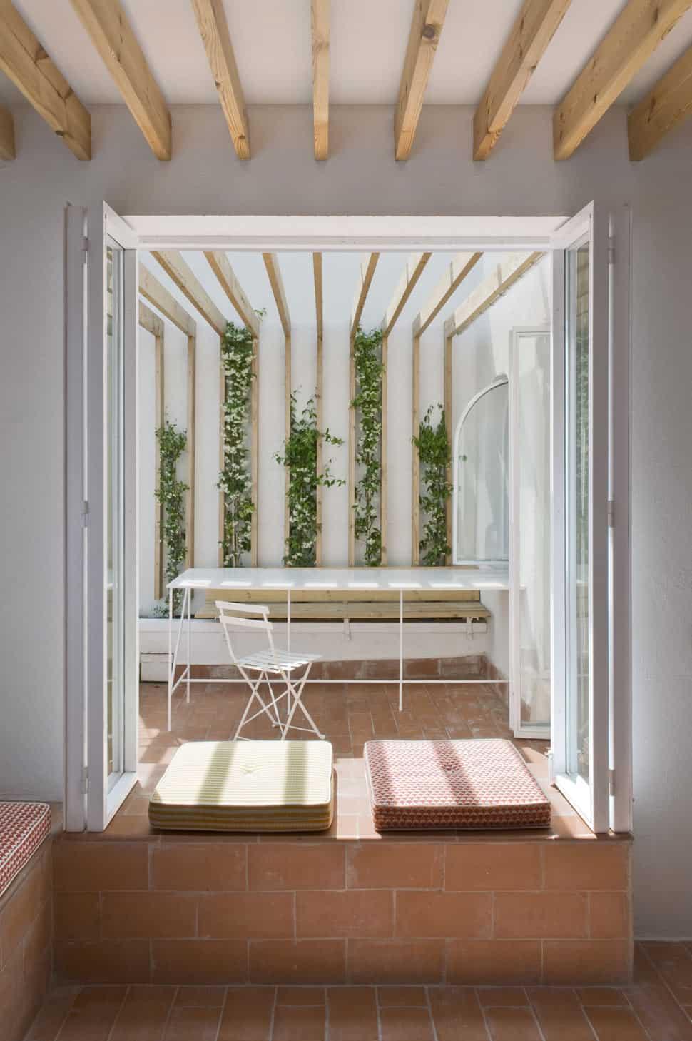 Cozy interior brick sitting area brings the outdoor - Cerrar galeria ...