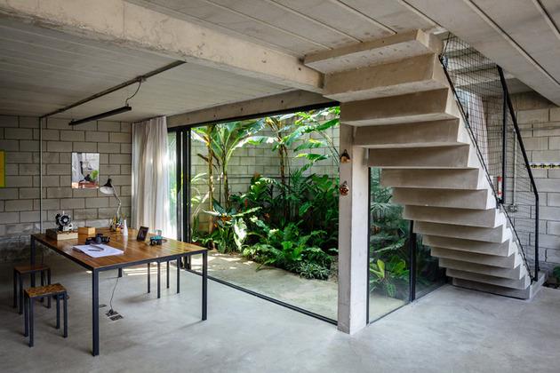 outside inside house by terra e tuma arquitetos associados 2 thumb 630x420 9178 Exterior Like Interiors: Cozy Urban Home in Sao Paolo