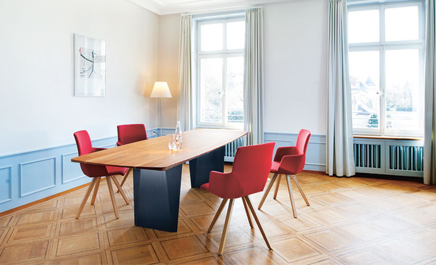 onda table yara chairs from girsberger thumb 630x383 10177 5 Looks, 5 Girsberger Dining Tables, Benches & Chairs