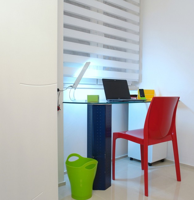 colour-decorating-ideas-for-a-dream-apartment-in- budapest-12-desk.jpg