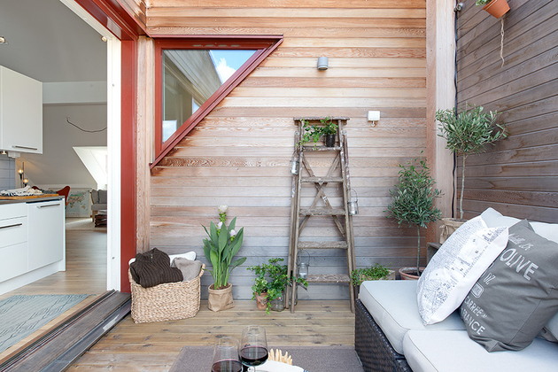 cozy-apartment-scandinavian-style-balcony-day-2.jpg