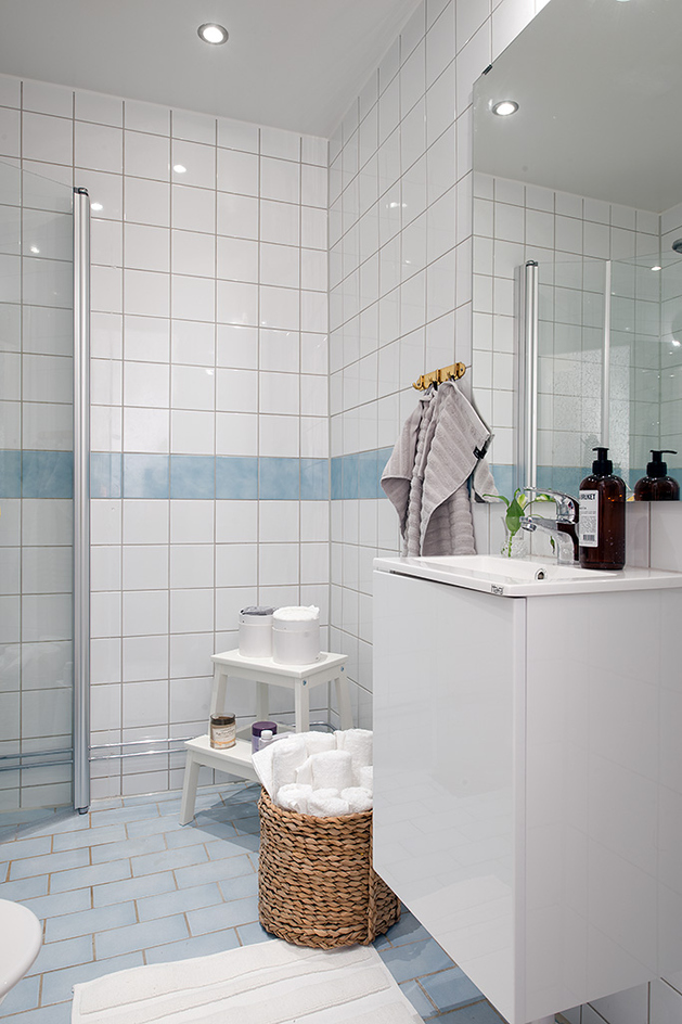 renovated-1930s-apartment-is-fun-and-fabulous-bathroom.jpg
