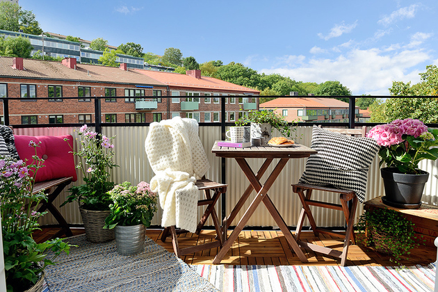renovated-1930s-apartment-is-fun-and-fabulous-deck.jpg